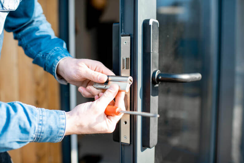 Emergency Locksmiths are Expensive: Here's How to Avoid Using One